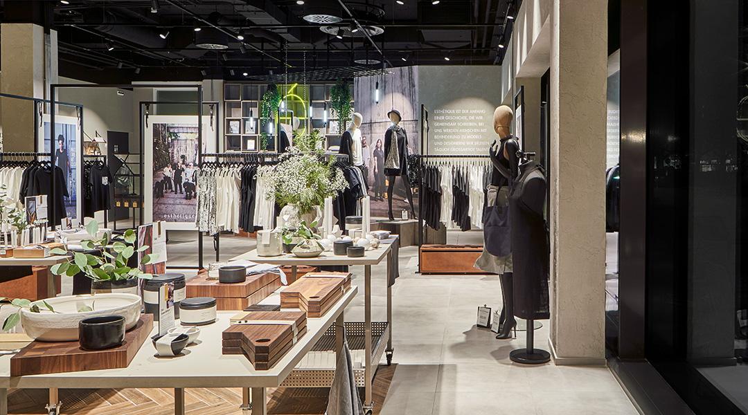 Moderner Verkaufsraum mit gelungener Ladengestaltung